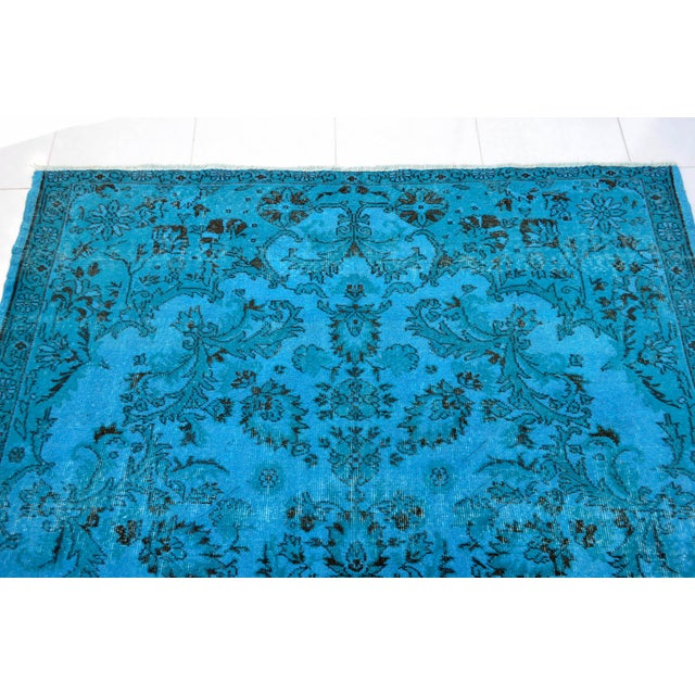 """1970s Cyan Blue Overdyed Turkish Hand Knotted Rug - 6'5"""" X 10' For Sale - Image 5 of 10"""