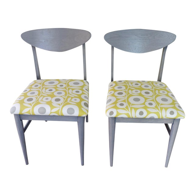 Bassett Mid-Century Modern Retro Pattern Fabric Upholstered Dining Chairs - a Pair For Sale