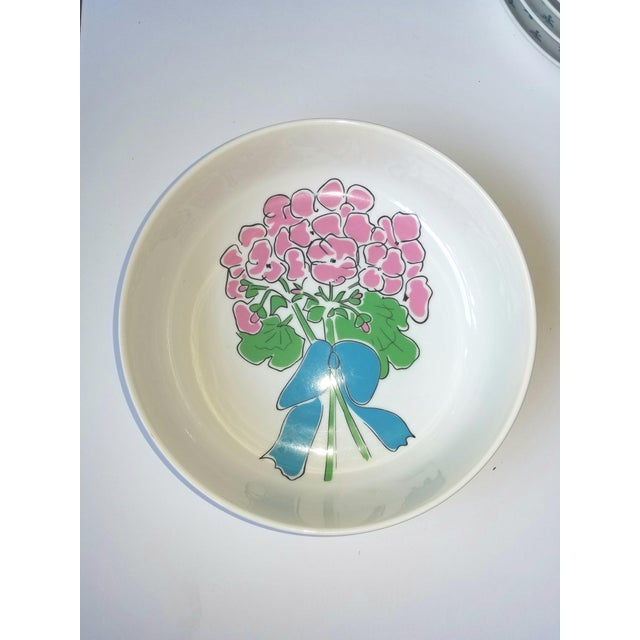 Taste Setter by Sigma 1970s Pretty Preppy Floral Gloria Vanderbilt Serving Bowl for Sigma Tastesetters For Sale - Image 4 of 5