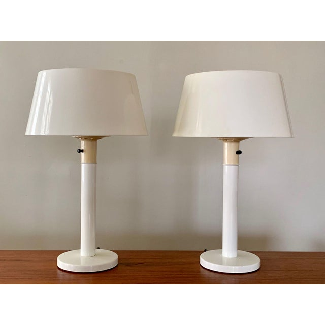 1960s Gerald Thurston Lightolier White Minimalist Enameled Steel & Plastic Table Lamps - a Pair For Sale - Image 12 of 12