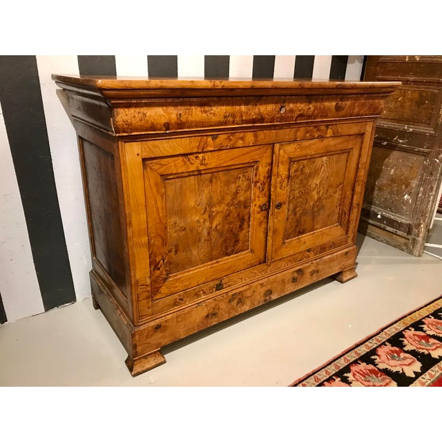 Oh! The patina! Nothing ages better and burlesque walnut it becomes a rich, caramelized color that only almost 200 years...
