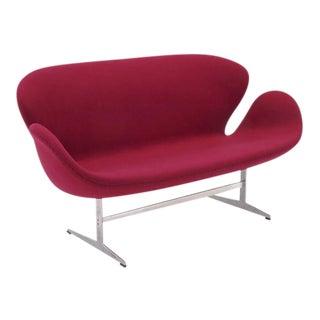 Original Arne Jacobsen Swan Sofa Settee, Fritz Hansen, Denmark, Excellent For Sale