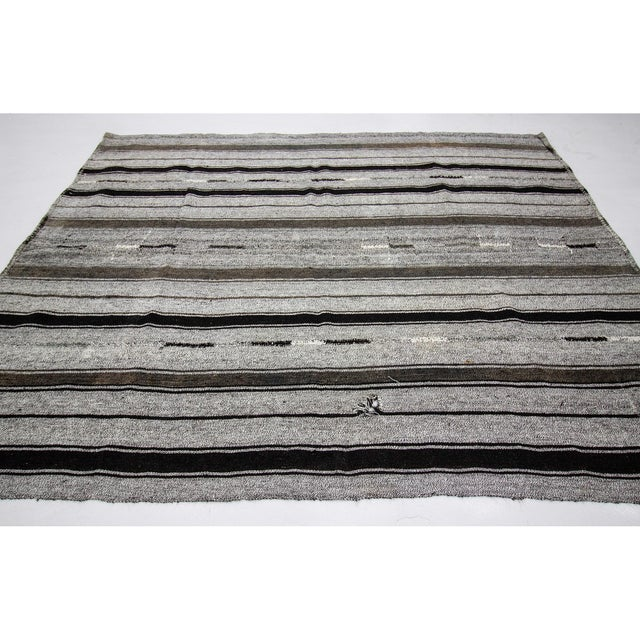 Contemporary 1960s Vintage Striped Gray Kilim Rug- 7′2″ × 9′ For Sale - Image 3 of 7
