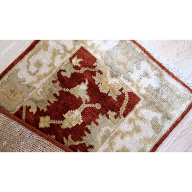 Handmade vintage Indo-Mahal mat in wool. The rug is from the end of 20th century in original good condition. -condition:...