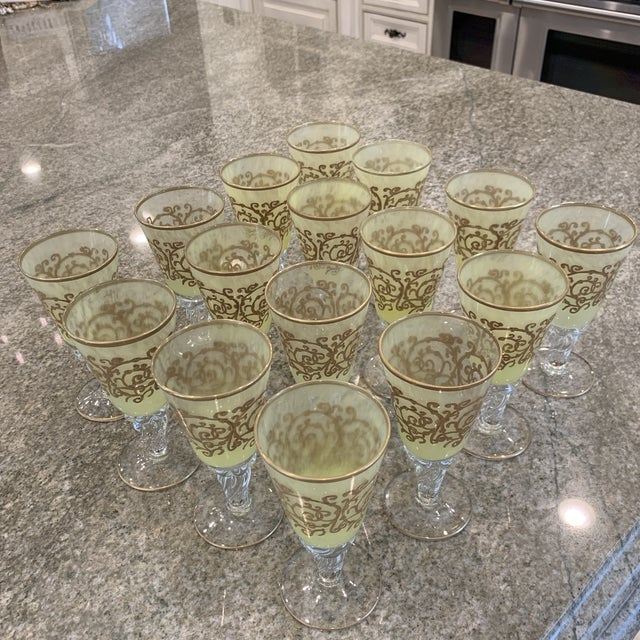 Murano hand-blown glass, stem glass/ goblet/wine glass. Excellent quality!! Beautiful, opulent, ombré glass, translucent...
