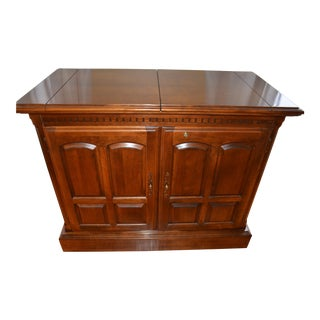 20th Century Traditional Ethan Allen Manor Collection Server/Dry Bar For Sale