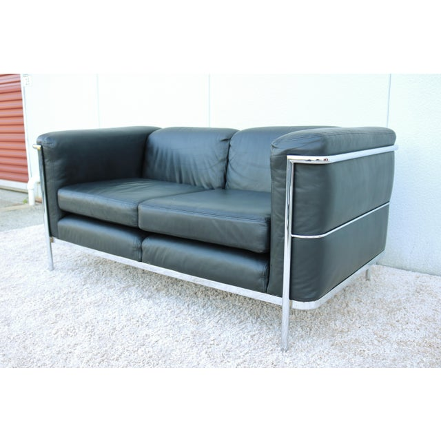 Mid-Century Modern 1980's Le Corbusier LC2 Jack Cartwright Black Leather Loveseat For Sale - Image 3 of 13