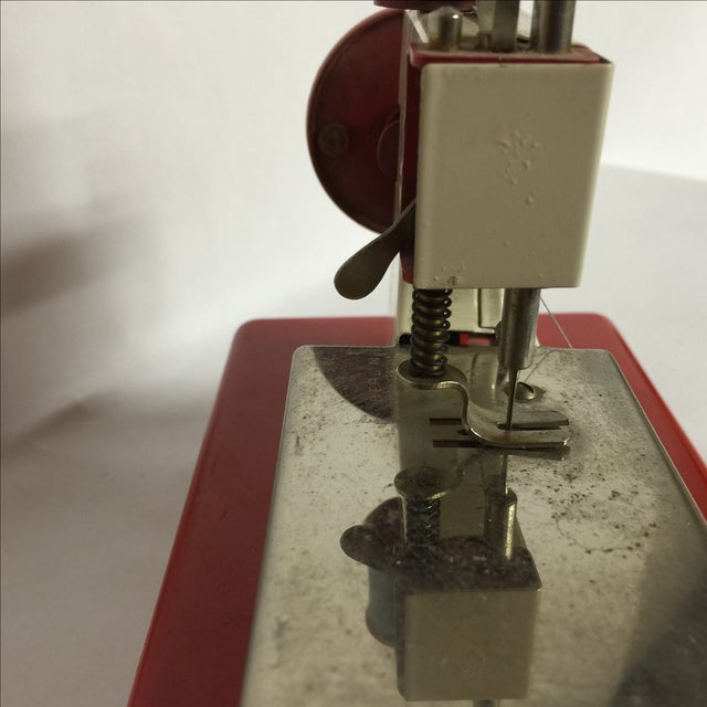 1940s German Made Tiny Sewing Machine For Sale In New York - Image 6 of 7