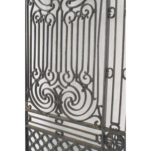 Black American Victorian style (19/20th Cent) iron gates with filigree scroll design and lattice base For Sale - Image 8 of 11
