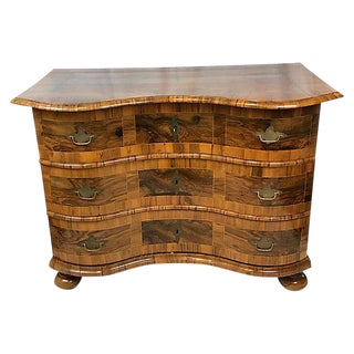 18th-Century French Serpentine Commode For Sale