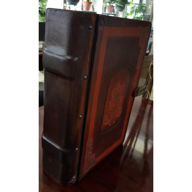 Traditional Leather and Wood Embossed Cigar Box For Sale - Image 4 of 9
