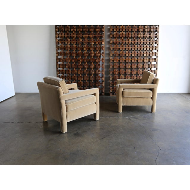 Hollywood Regency 1970's Parsons Lounge Chairs in Mohair For Sale - Image 3 of 13