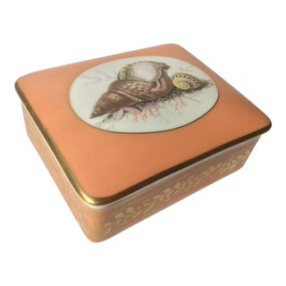 Mottahedeh Historic Natchez Seashell Porcelain Box For Sale