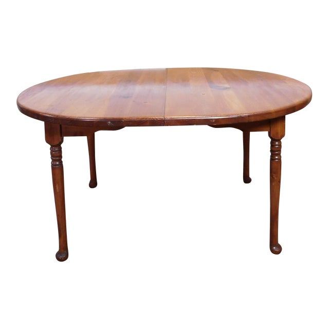 Classic Colonial Style Knotty Pine Oval Dining Table For Sale
