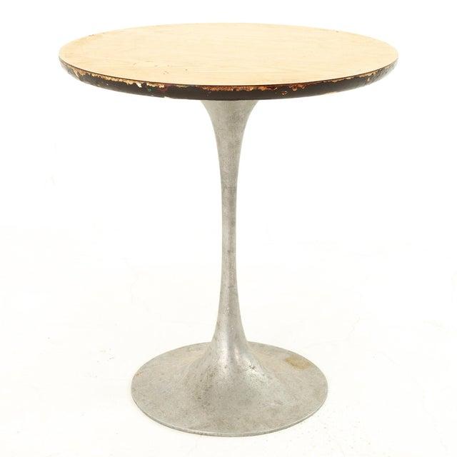 Eero Saarinen Eero Saarinen Style Mid Century Tulip Base Side End Table For Sale - Image 4 of 4