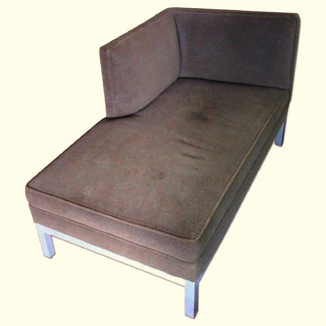 Mid-Century Modern Jordan Modern Brown Chaise Lounge Daybed For Sale - Image 3 of 10