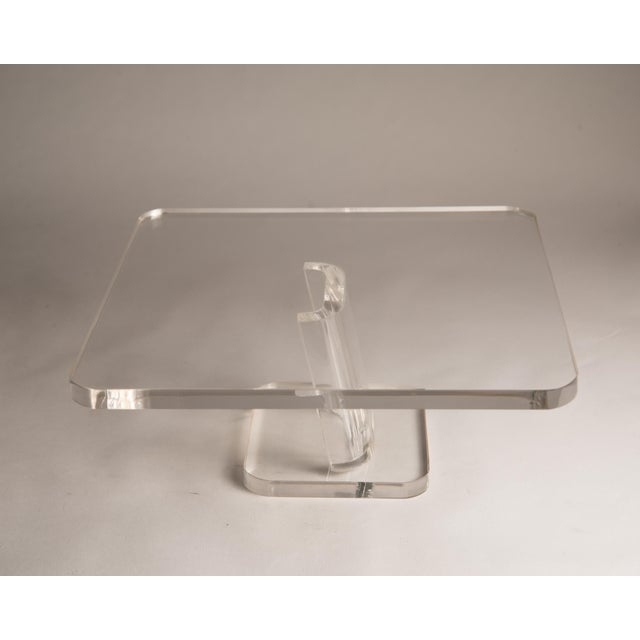 1970s Vintage Lucite Cake Plate Holder/Stand For Sale In Philadelphia - Image 6 of 9