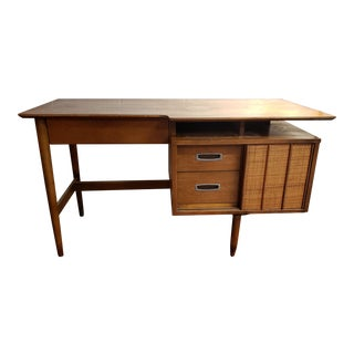 1950s Mid-Century Modern Hooker Furniture Desk For Sale