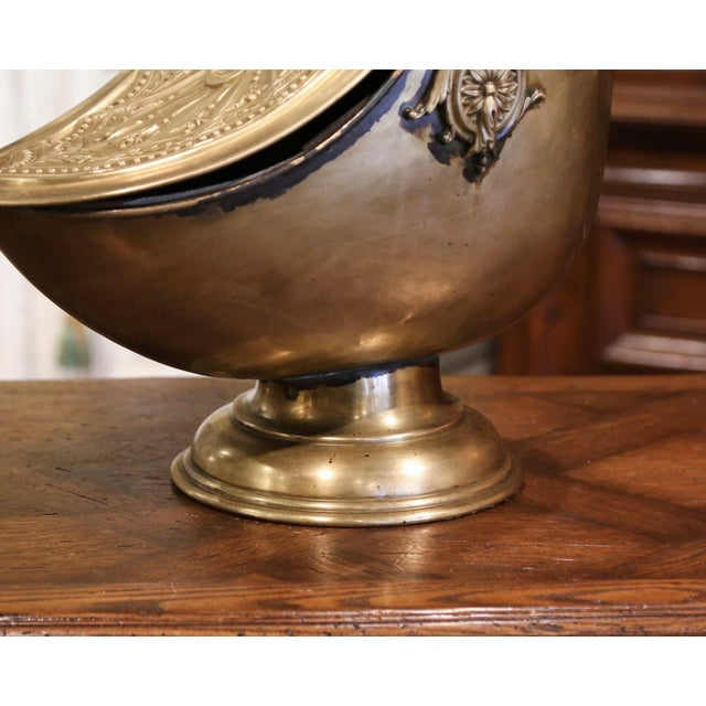 Metal 19th Century English Victorian Repousse Brass Coal Bucket With Original Scoop For Sale - Image 7 of 13