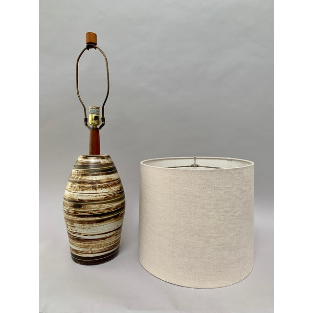 1960s Mid-Century Modern Ceramic Lamp by Jane and Gordon Martz For Sale - Image 5 of 12