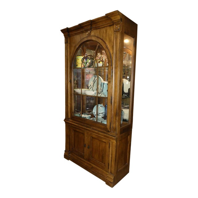 Lexington Furniture Southern Living Lighted China Cabinet For Sale