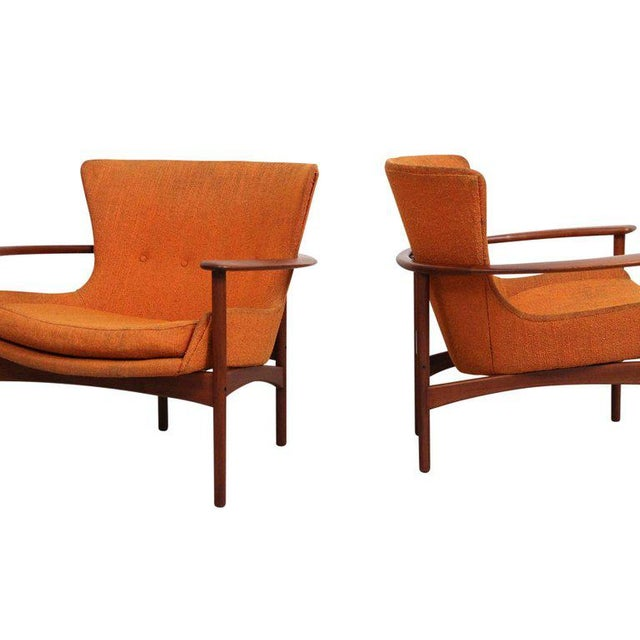 "Pair of ""Horseshoe"" Lounge Chairs by Kofod-Larsen For Sale - Image 9 of 11"