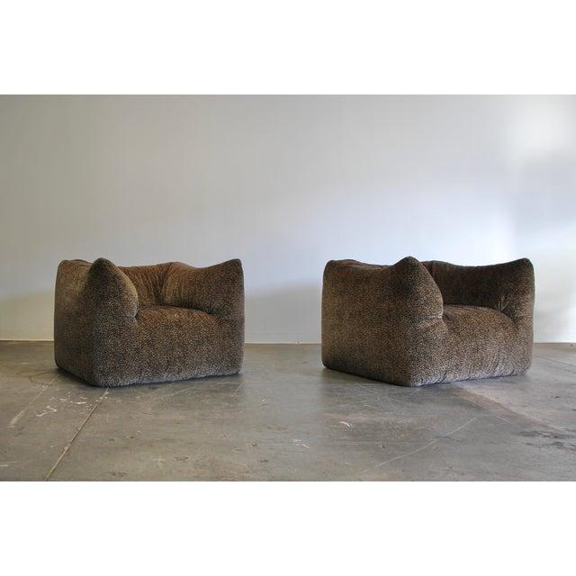 "Mid-Century Modern 1970s Mario Bellini ""Le Bambole"" Chairs & Ottoman For Sale - Image 3 of 13"