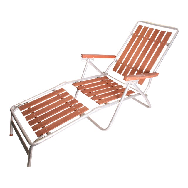 Mid century redwood aluminum folding chaise lounge chair for Aluminum folding chaise lounge