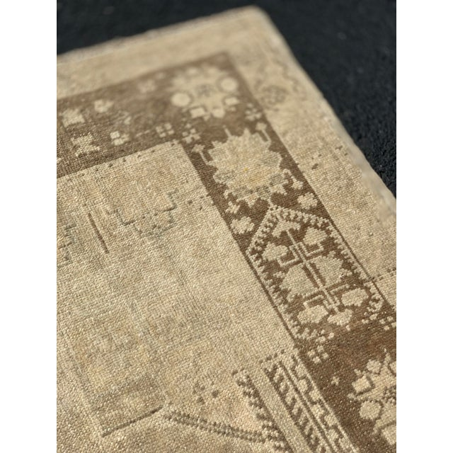 "1950's Vintage Turkish Oushak Beige Wool Rug - 4'9""x9'2"" For Sale - Image 10 of 13"