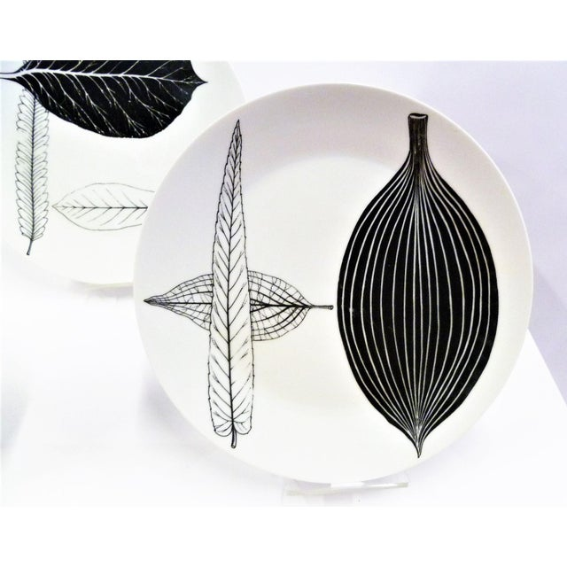1950s Mid-Century Fornasetti Italy Black and White Foliage or Foglie Plates - Set of 3 For Sale - Image 9 of 13