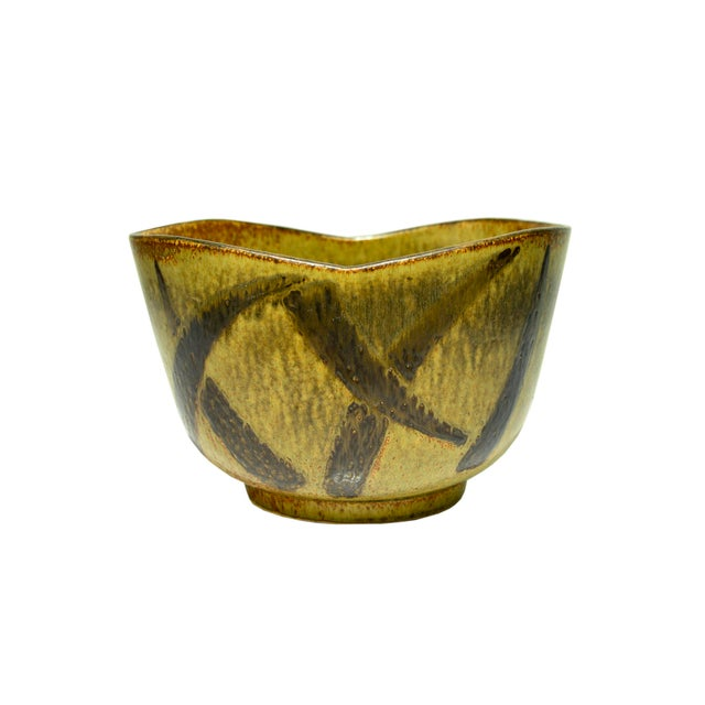 Massive Stoneware Bowl by Eva Staehr-Nielsen for Saxbo Denmark, late 50's early 60's Massive stoneware bowl with strong...