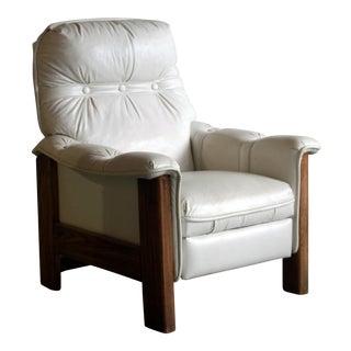 Vintage Mid Century Modern White Vinyl & Oak Recliner Chair For Sale