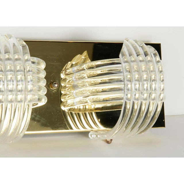 1970s Mid-Century Modern Sculpted Lucite and Brass Wall Light by Lightolier For Sale - Image 5 of 11