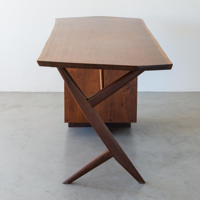 George Nakashima Conoid Cross-Legged Desk in American Walnut and Hickory by George Nakashima, New Hope, 1963 For Sale - Image 4 of 11