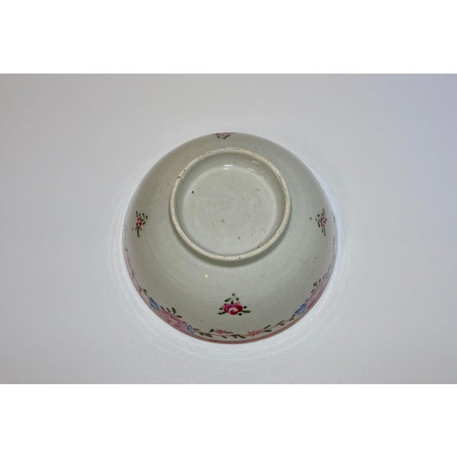 Asian 19th Century Chinese Porcelain Export Bowl With Floral Decoration For Sale - Image 3 of 8