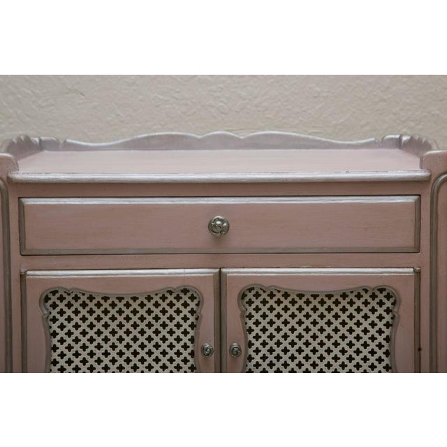 Pair of Pink Painted and Parcel Silver Commodes, 20th Century - Image 5 of 10