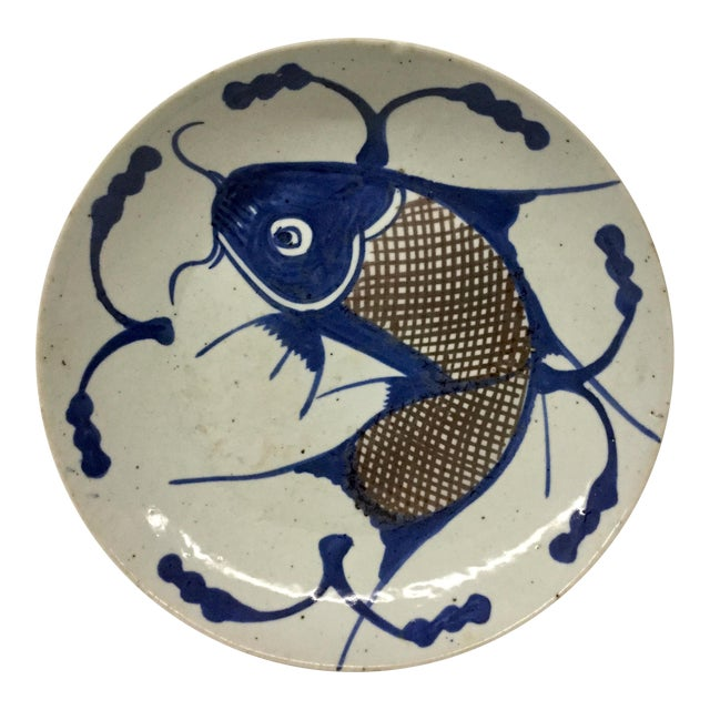 1800's Japanese Porcelain Fish Decorated Bowl For Sale