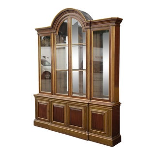 Extremely Fine Quality English Mahogany 1930s Breakfront China Display Cabinet For Sale