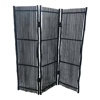 1960s Mid-Century Modern Black Rattan and Split Bamboo Tri-Fold Screen For Sale