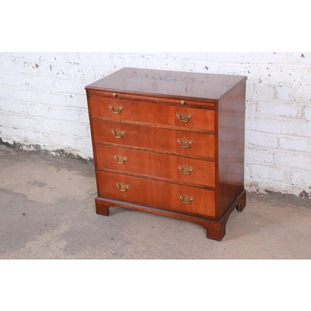 Chippendale Baker Furniture Georgian Mahogany Four-Drawer Bachelor Chest or Commode For Sale - Image 3 of 13