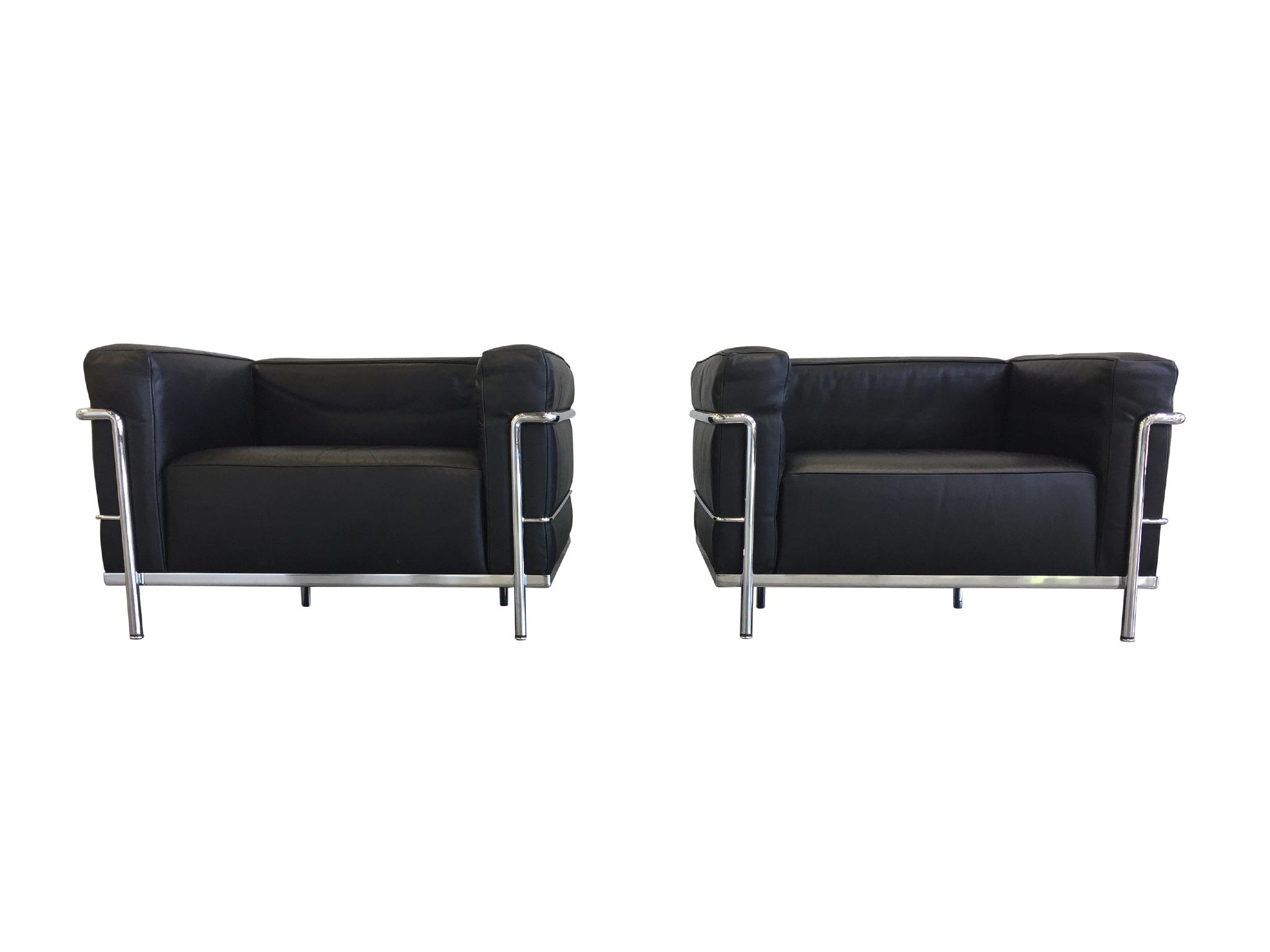 Cassina Le Corbusier Black Leather Sofa U0026 Club Chairs By Cassina, Signed  For Sale