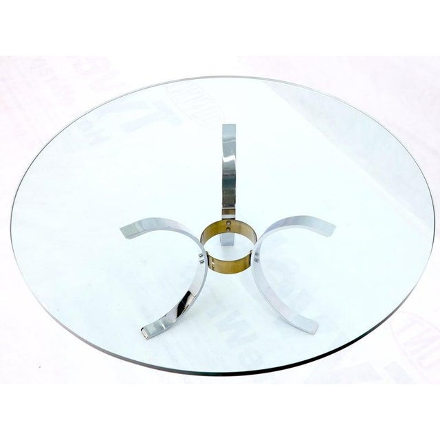 "1970s Heavy Thick 3/4"" Glass Round Top Chrome & Brass Tripod Base Coffee Table For Sale - Image 5 of 12"
