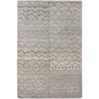 Contemporary Youngste Design Silver-Gray and Green Wool Rug- 4′ × 6′ For Sale