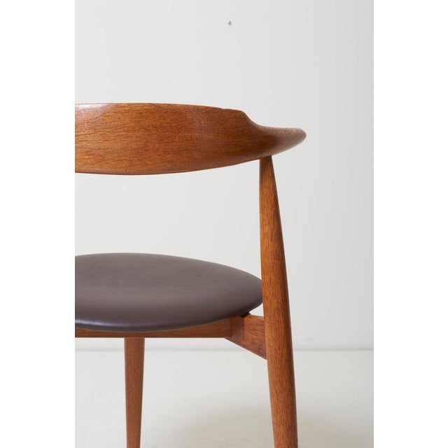 Mid-Century Modern Dining Set With a Table and Six Heart Chairs by Hans Wegner for Fritz Hansen For Sale - Image 3 of 13
