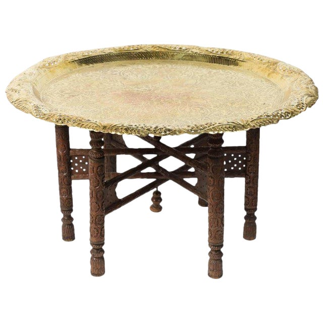 1920s Anglo Indian Engraved Round Polished Brass Tray Coffee Table On Wooden Stand