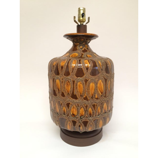 1960s Large Mid Century Brown and Gold Ceramic Table Lamp For Sale - Image 4 of 4