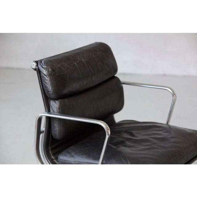 Black Eames Aluminum Group Black Leather Soft Pad Chair on Casters for Herman Miller For Sale - Image 8 of 11