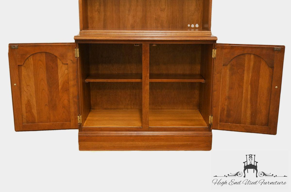 Attirant Late 20th Century Late 20th Century Vintage Ethan Allen Georgian Court  Cabinet For Sale   Image