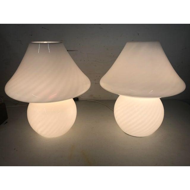 Glass 1960s White Swirl Venini Murano Mushroom Glass Lamps - a Pair For Sale - Image 7 of 9