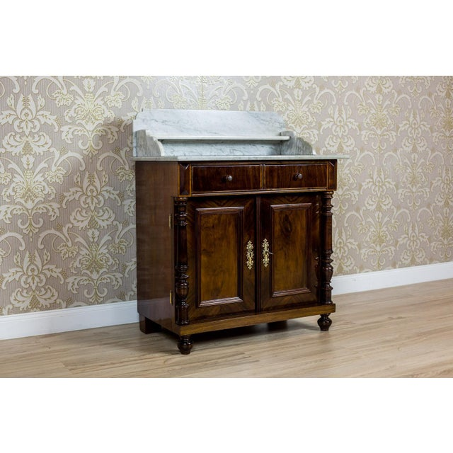 We present you a small Eclectic piece of furniture, circa the late 19th century, which in the past was used as a basin...
